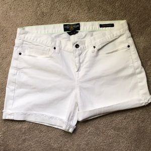Lucky Brand white Abbie short 14 / 32 cuff or fray